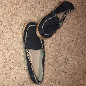 Women's size 8, Navy Sanuk, work maybe three times